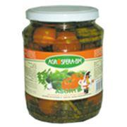 Ассорти из томатов и огурцов фото