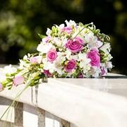 Букет невесты, свадебный букет, букет-каскад, классический свадебный букет, каплевидный букет,букет из роз,букет невесты в минске ,бутоньерки ,украшение свадебного стола ,оформление авто,оформление зала фото