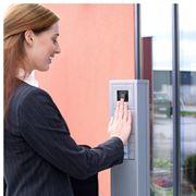 Установка биометрических систем контроля доступа SAMSUNG фото