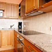 Кухонные столешницы из кварцевого камня фото
