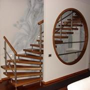 Лестницы деревянные на больцах фото