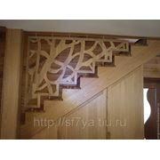 Ограждение лестницы плоская резьба фото