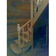 Лестница с поворотом на 90 градусов закрытая фото
