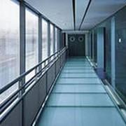 Изготовление и монтаж стеклянных конструкций фото