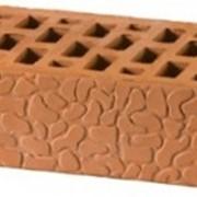 Кирпич облицовочный красный с накатом панцирь черепахи одинарный ГОСТ 530-2007 фото