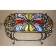 Кованый столик с вставками из цветного стекла. фото