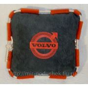 Подушка с логотипом Volvo фото