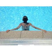 Открытый бассейн с подогреваемой водой фото