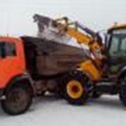 Вывоз и уборка снега погрузчиком и самосвалами фото