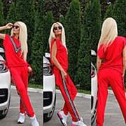 Стильный спортивный костюм ярко-красного цвета фото