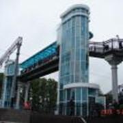Строительство пешеходного моста фото