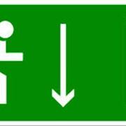 Эвакуационный знак, код E 09 Указатель двери эвакуационного выхода (правосторонний) фото