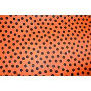 Атлас принт оранжевый в черный горох фото