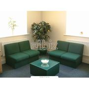 Мебель офисная в ассортименте фото