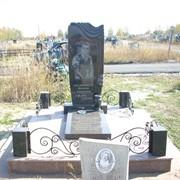 Памятник из камня фото