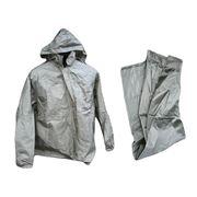 Одежда из водоотталкивающих и водонепроницаемых материалов. фото