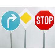 Монтаж дорожных знаков фото