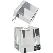 Награда «Куб» на постаменте фото