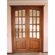 Двери 2-х створчатые деревянные. фото