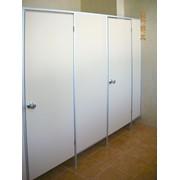 Туалетные перегородки из алюминиевого профиля с различным заполнителем фото