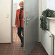 Стальные защитные двери фото