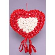 Сердце среднее на ленточке, айвори/красный /атлас, 35 х 30 см/ фото