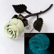 Светящаяся белая кованая роза фото