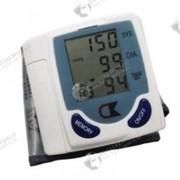 Электронный автоматический тонометр на запястье для измерения давления и сердцебиения фото