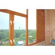Деревянная балконная рама фото