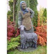 Скульптура Бабушка с козой фото