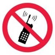 Запрещается пользоваться мобильным телефоном или рацией фото