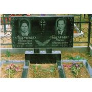 Памятники из гранита Образец формы 25А выполнен в размере 100/50/8 c двумя цветниками фото