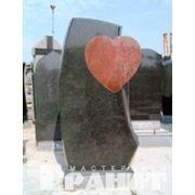 Памятники из различных пород камня фото
