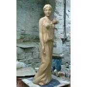Скульптура Гречанка с виноградом фото