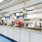 Устойчива к механическим воздействиям, является надежной основой для тяжелого оборудования и приборов