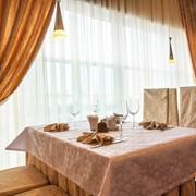 Скатерти, салфетки, фуршетные юбки, чехлы на стулья, шторы, текстиль ресторанный фото