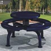 Круглый стол со скамьей фото
