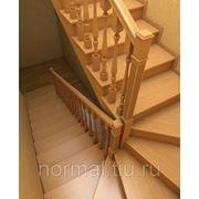 Деревянная лестница с поворотом фото