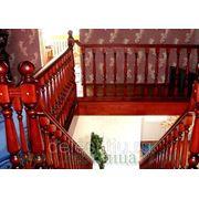 Маршевая лестница и верхняя балюстрада фото