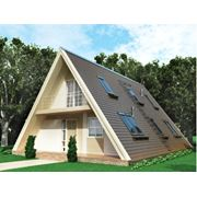 Быстровозводимое каркасное двухэтажное здание треугольного сечения. фото