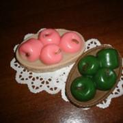Мыло в форме яблок в корзинке фото