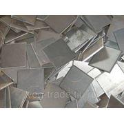 Рубка листового металла гильотиной. фото