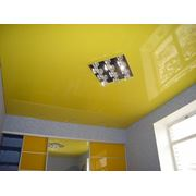 Натяжной потолок на кухню фото