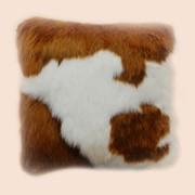 Подушка декоративная из искусственного меха Теленок коричневый П-1037 фото
