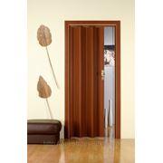 Дверь гармошка Лучана красное дерево. Без остекления. фото