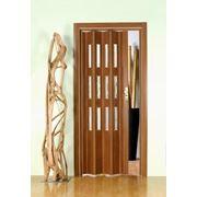 Дверь гармошка Лучана орех.Остекление Грань кристалл. фото