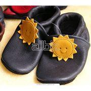 Разноцветная детская обувь фото