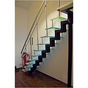 Лестница из стекла на металлокаркасе фото