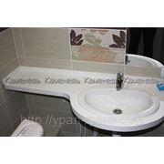 Столешница в ванную комнату из искусственного камня по индивидуальным размерам фото