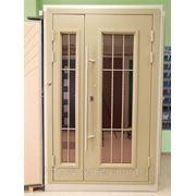 Входные двери со стеклом и кованными элементами фото